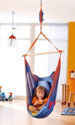 Columpio para niños de Haba. Estable, seguro y divertido! Con cinturón de asiento continuo. El pivote giratorio impide que se enrosquen las cuerdas.