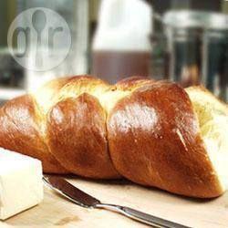 Gevlochten challe (Joods brood) uit de broodbakmachine