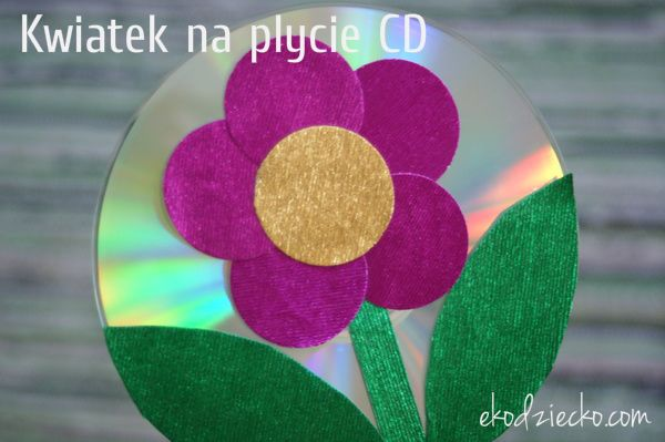Kwiatek na płycie CD błyszczący upominek dla mamy lub babci. Recykling. DIY dla dzieci. Flower on CD glossy gift for mom or grandmother. Recycling. DIY for children.