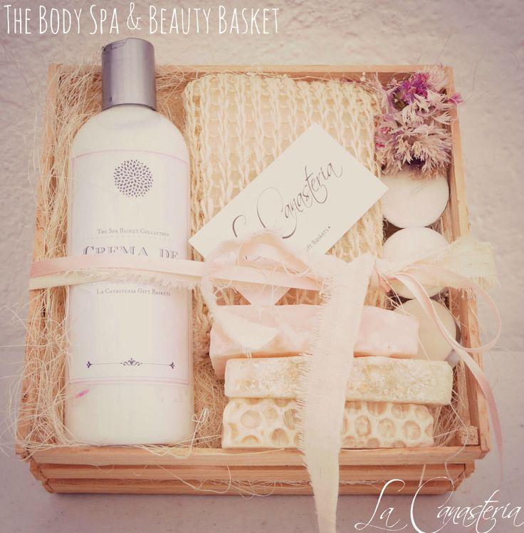 The Body Spa and Beauty Basketes un regalo perfecto para un detalle personal o bien para regalo corporativo con crema líquida de almendras, luffa corporal, jabones orgánicos (miel, avena y rosas) …