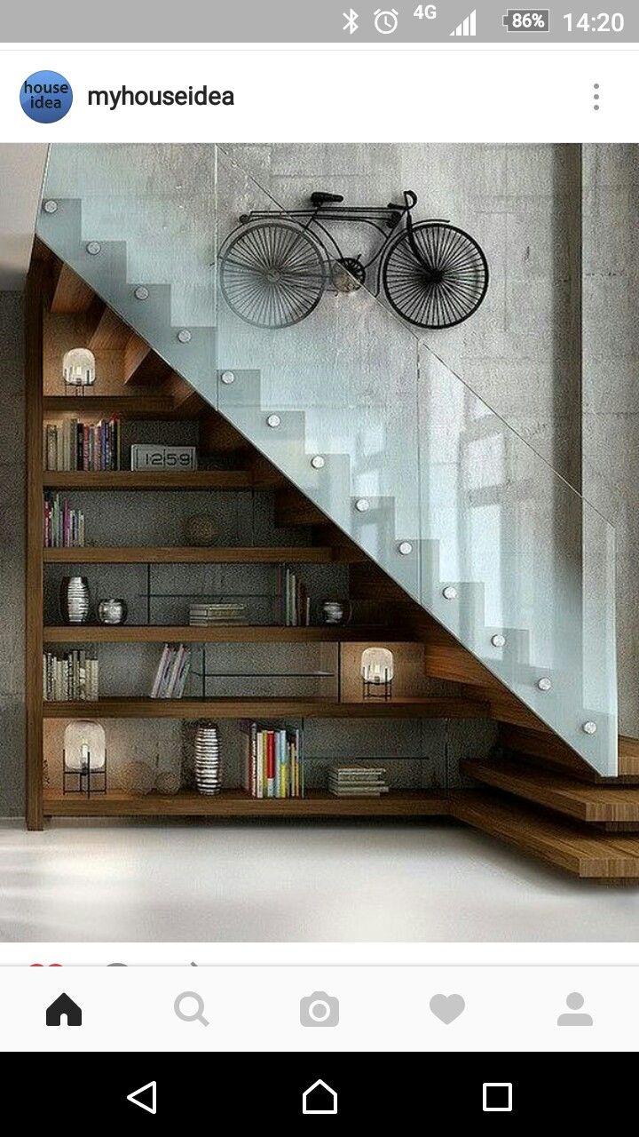 Treppe mit Sichtbeton und Glas