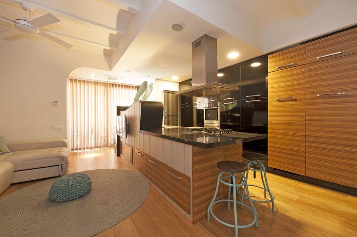 Cocina con península - Reforma General Manso   Sincro #cocinas #diseño #interiorismo #barcelona