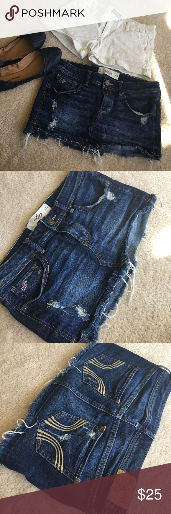 Bundle of Hollister skirt and AEO  short size 0/24 Both are in excellent used condition, no stain or holes, the skirt has a distress design and in good shape as you can see in the pic, very feminine and stylish chic for a cheap prices!! Smoke free and pet free home♥️♥️♥️ Hollister Skirts Mini