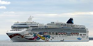 Norwegian Jewel. Ιδιοκτησία & Διαχείριση: Norwegian Cruise Line. Σε υπηρεσία από το 2005. 93.502GT ~ 294,13 μ.μ. ~ 32,31 μ.πλάτος ~ 15 κατ/τα ~ 25knots ~ 2.376 επ. ~ 1.100 α.πλ.