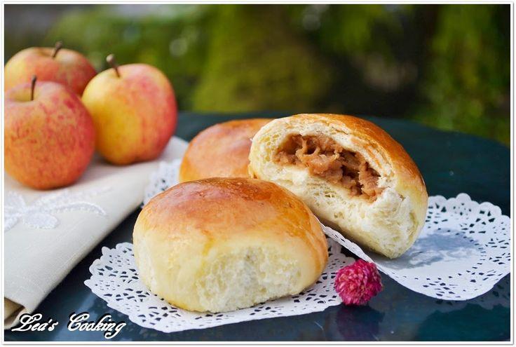 "Lea's Cooking: Apple Filled Buns ""Bulochki"" {Russian Yeast Rolls}"