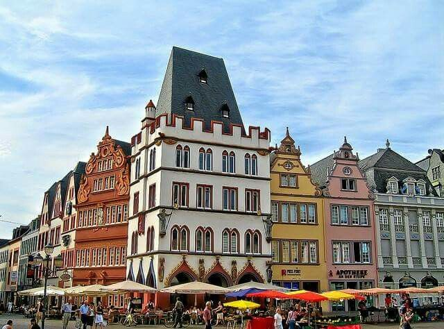 Used to get the best pizza in that yellow building.....Trier was a fave!