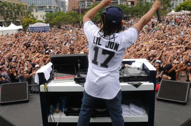 Lil Jon performs at the San Diego Padres FanFest 2015 at Petco Park and uses CryoFX CO2 Cannon Smoke Jets.   Order yours today by visiting us at http://www.cryofx.com