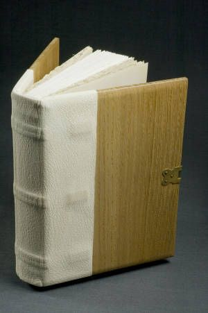 Renaissance Book - Covered :: University of Iowa Libraries Bookbinding Models