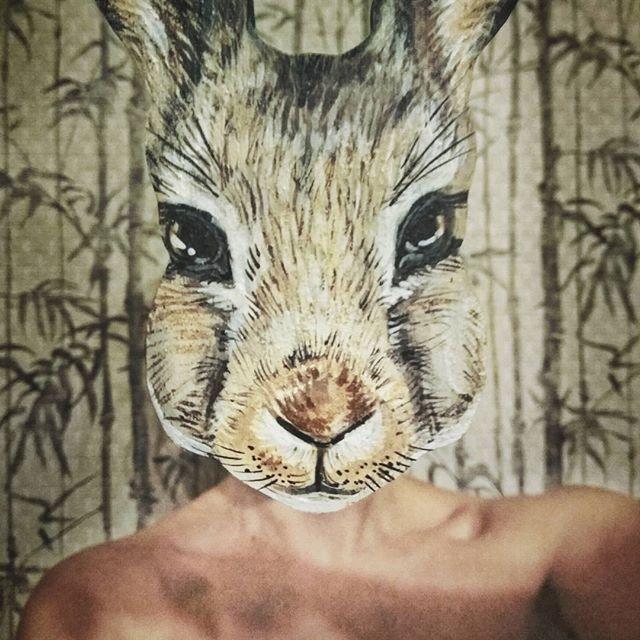 Дуализм во всей красе! Продолжаю развлекаться с маленькими фанерными мордашками, ну и заодно с перспективой 🐰 #orsoface #orsinhaface #facetime #facetoface #rabbit #rabbits #runrabbit #followtowhiterabbit #followwhiterabbit #banny #handcraft #handdraw #handdrawn #colourfull #acrylic #flywood #заяц #ручнаяроспись #следуйзабелымкроликом #дуализм #дуализмбытия #ручнаяработа #фанера