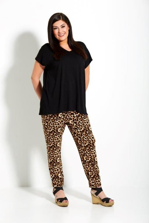Studio Clothing, panterprint broek, grote maten, zwarte top, plus size, wondervolle mode
