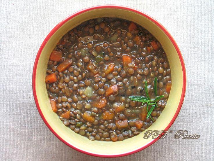 Zuppa di lenticchie con carote e patate. #zuppa #lenticchie #carote #patate #ricetta #recipe #italianfood #italianrecipe #PTTRicette