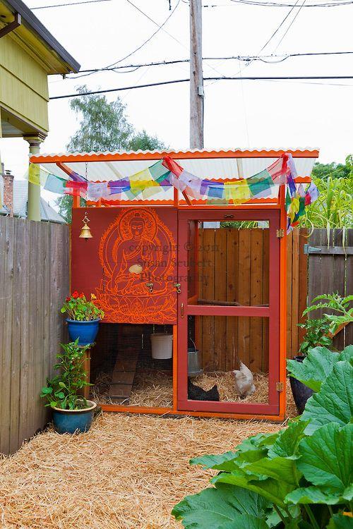 Neat festive hen house for urban chickens! #CityChickens www.FreeHenHousePlans.net