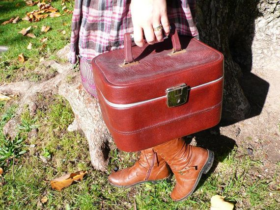 Looks as though this lovely vintage vanity case is helping someone on their fresh start... our team challenge.  Item submitted by ancienesthetique.    http://www.etsy.com/listing/84462309/vintage-leather-vanity-case-brown-red?ref=tre-2723254390-8  Vintage leather vanity case, brown, red, French, travel bag, travel case,sixties,  make up bag, handbag, French vintage accessories. $35.00, via Etsy.