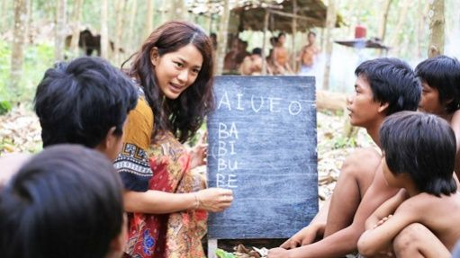 Education liberates in 'Sokola Rimba' (Jungle School), a new Indonesian all ages feature film directed by Riri Riza, out 21 November 2013. Here Prisia Nasution plays the lead role of anthropologist, teacher and activist Butet Manurung teaching Orang Rimba (People of the Forest) kids in the rainforests of Jambi in central Sumatra. They live in a national park under threat from palm oil plantations and illegal logging. Read more in The Jakarta Post #SokolaRimba #fim #Indonesia #palmoil
