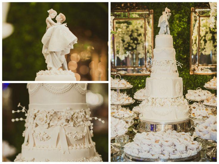 Bolo de casamento de cinco andares com topo do bolo de louça - Maíz Oliveira e Tato Navega