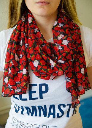 Kupuj mé předměty na #vinted http://www.vinted.cz/doplnky/satky-and-saly-ostatni/15830695-cerveny-maly-satek-s-jahudkami-lehky-vzdusny