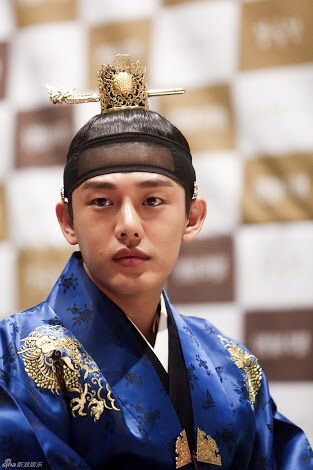 "Yoo Ah In in ""Jang Ok Jung, Live by Love"" (2013)"