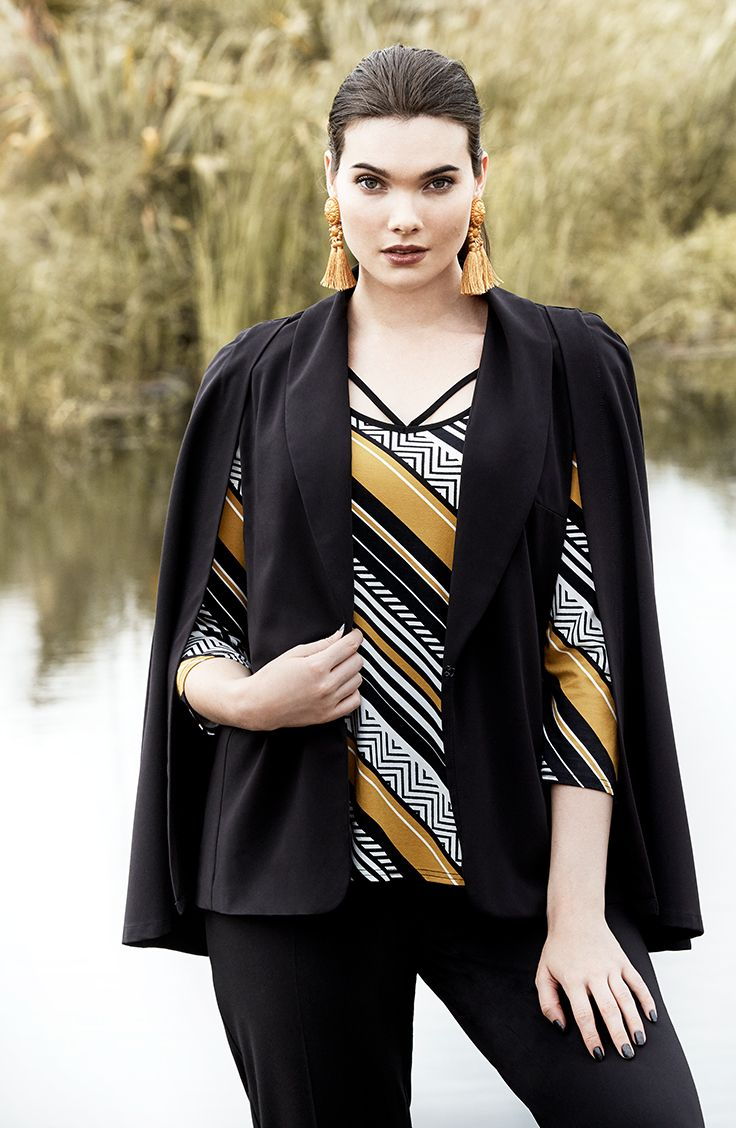 K+K - plus sized clothing for the curvy woman sizes 10-26. Autumn fashion. Winter fashion. Black cape jacket. Black blazer. Statement cape.