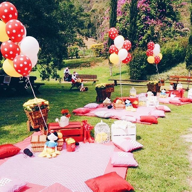 Happy Friday! The weekend's are perfect for some quality time with the little ones. Why not make the most of a beautiful spring afternoon with a garden picnic? #tgif #weekend #garden #gardenparty #outdoors #activity #outdoorsy #kidsofinstagram #childrenofinstagram #outdoorsykids #park #fun #weekend