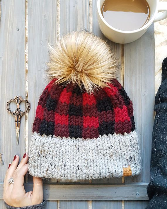 **THIS IS A KNITTING PATTERN, NOT A FINISHED PRODUCT** //True North, strong, and free. The True North is the epitome of a Canadian toque. The buffalo plaid and faux fur pom combine to create the perfectly classic, yet modern hat. The True North Toque has me dreaming of sipping hot