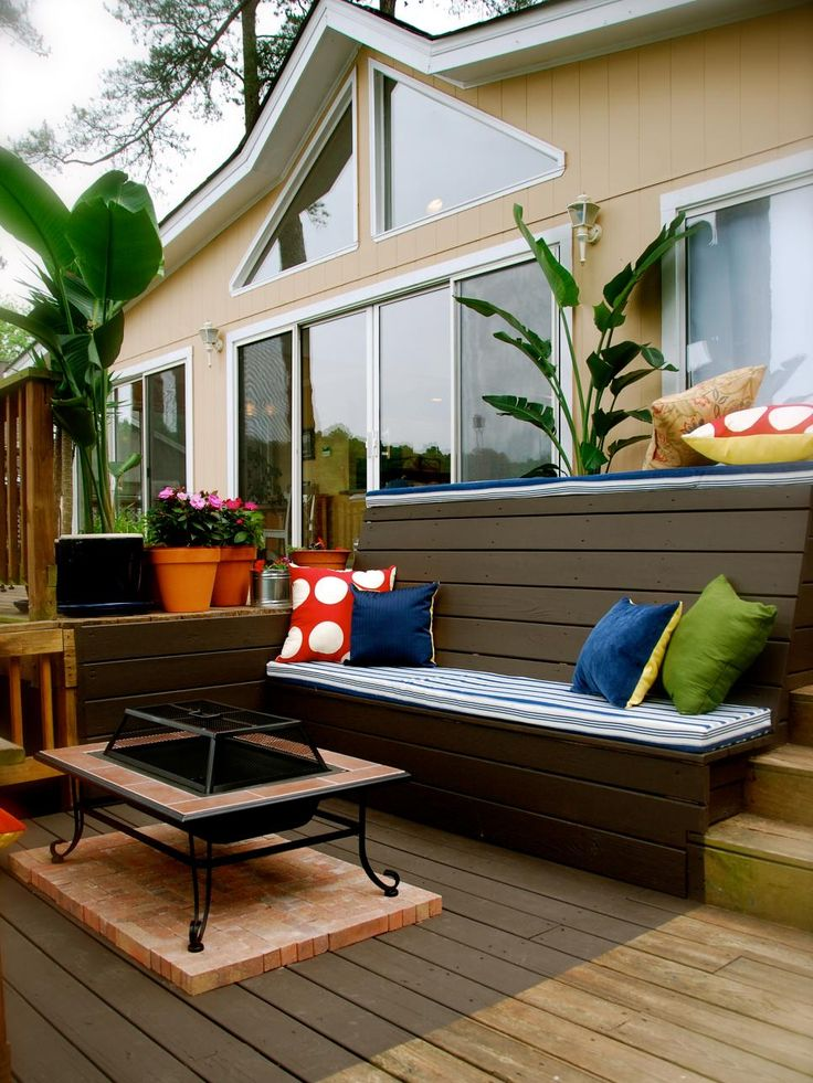 With a simplistic look and a comfortable feel, these traditional decks are perfect for relaxing, entertaining or gathering friends and family anytime of the year.