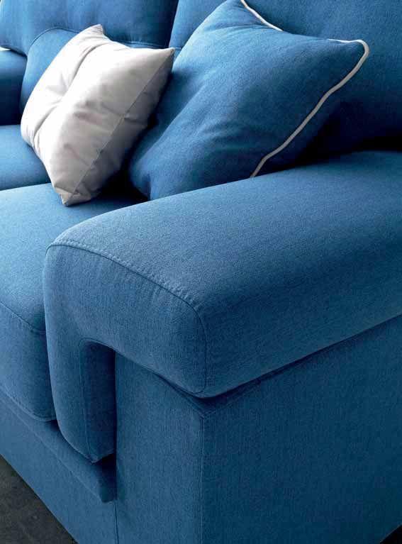 Cuscini soffici come nuvole appoggiate su un letto blu cielo! #LaCasaModerna #Beds #SweetDreams ● lacasamoderna.com
