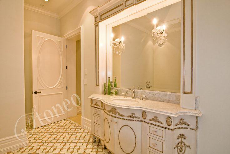Łazienka z blatami z marmuru