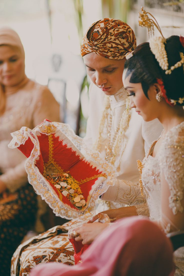 Traditional Javanese wedding | Inspiring post by Bridestory.com, everyone should read about One Sweet Couple's Traditional Javanese Wedding  on http://www.bridestory.com.ph/blog/one-sweet-couples-traditional-javanese-wedding