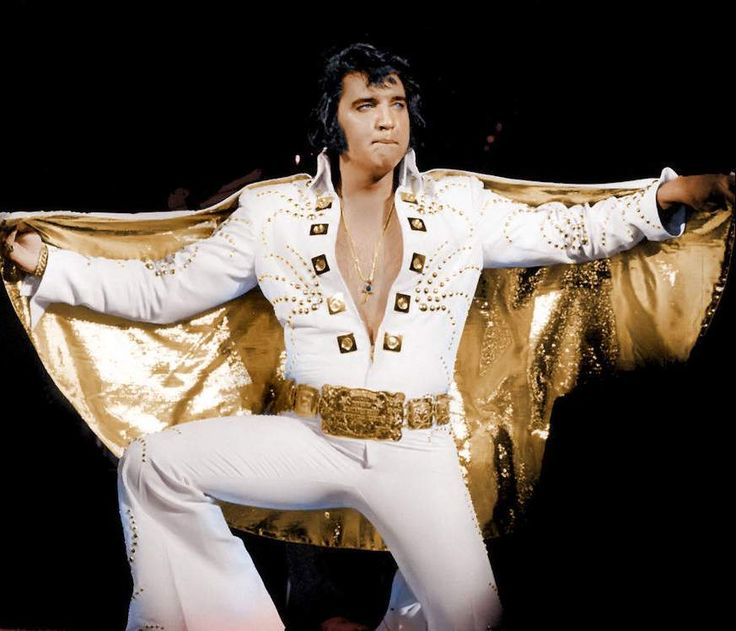 Elvis ending his first Madison square garden concert in june 9 1972 ( New-York ) .