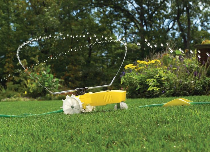Traveling sprinkler that can water the whole yard