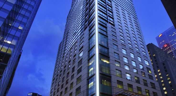HOTEL|カナダ・トロントのホテル>エレガントな5つ星ホテル>トランプ インターナショナル ホテル & タワー トロント(Trump International Hotel & Tower Toronto)