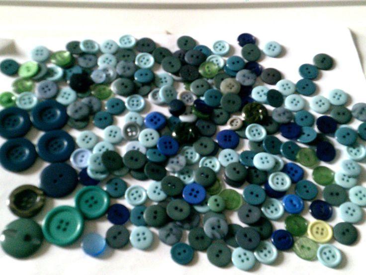 Lot vintage plastic buttons multicolour green-toned multi-shaped
