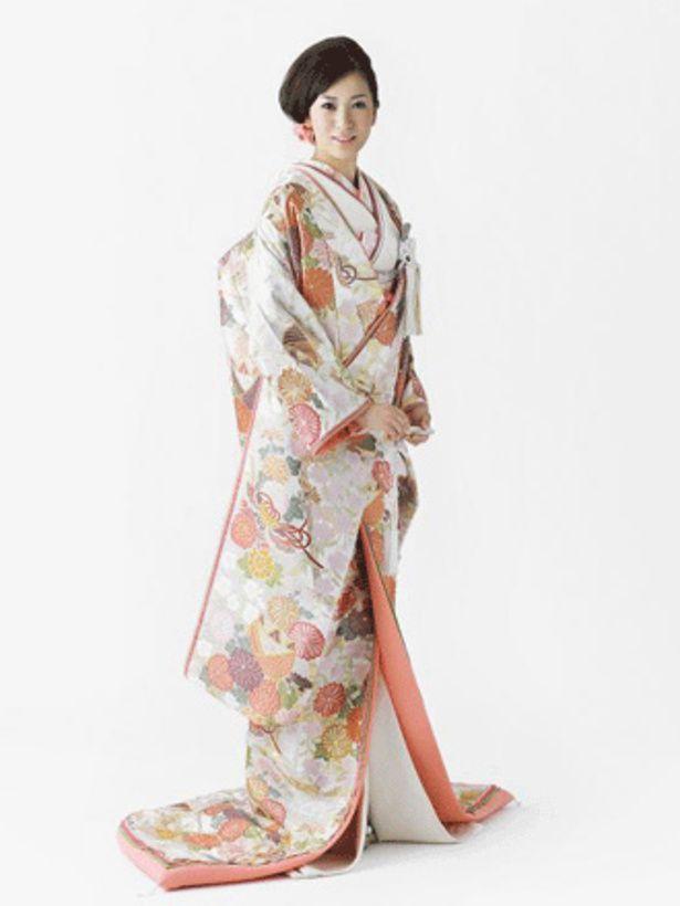 ドゥ アンディオール(Deux Endior) 銀座 日本を代表する桜や菊が美しく描かれて、まるで晴れの日を祝福するよう。