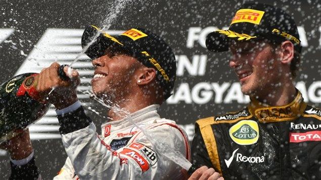 Grand Prix de Hongrie - Le Britannique Lewis Hamilton a résisté à la remontée des Lotus du Finlandais Kimi Räikkönen et du Français Romain Grosjean pour signer sa deuxième victoire de la saison.