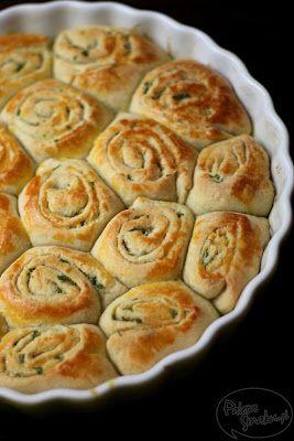 Paleta Smaku: Ślimaki drożdżowe z masłem czosnkowo-pietruszkowym