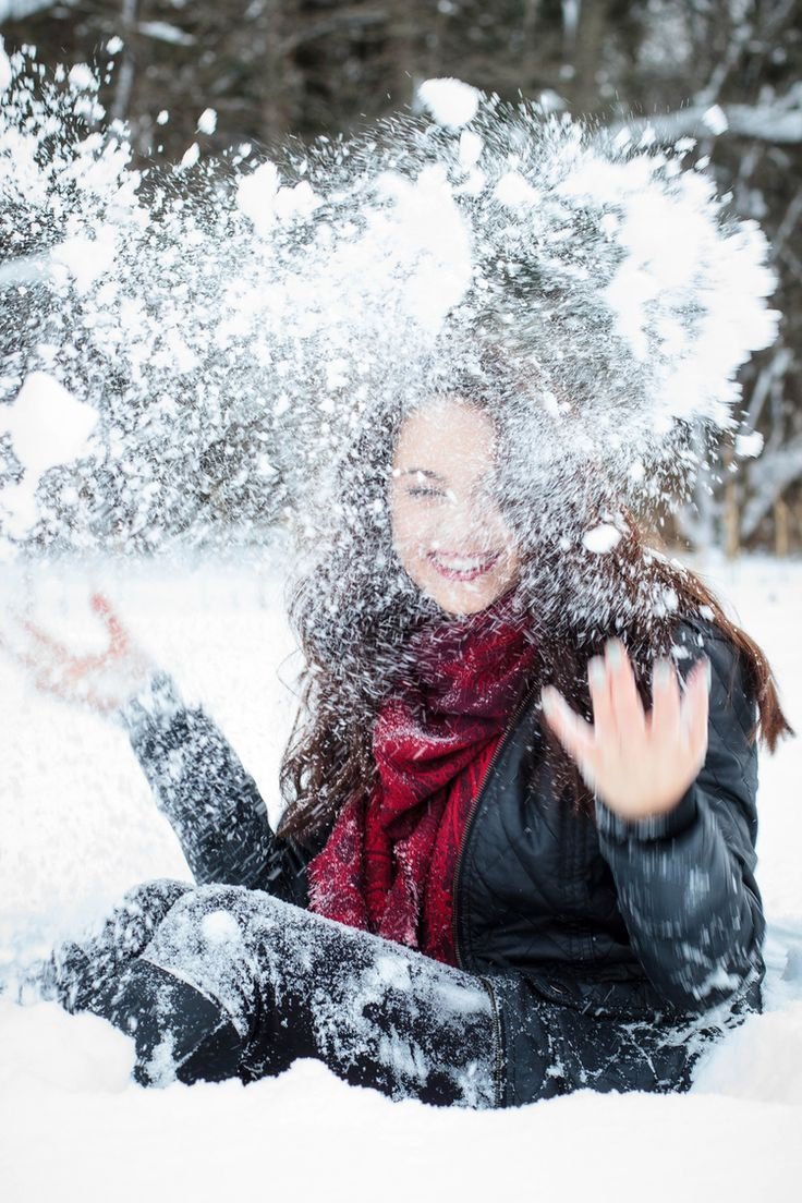 Senior pictures with snow in the winter