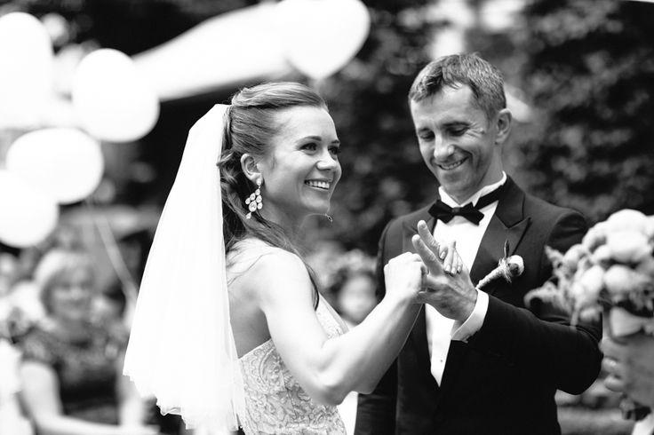 Smiling couple ceremony