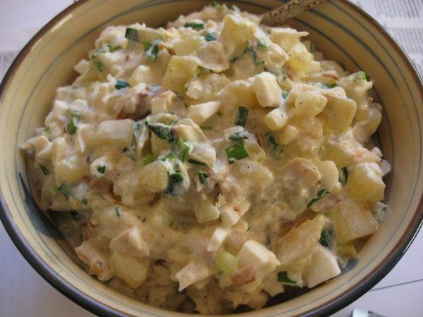 Салат с копченой рыбой горбушей