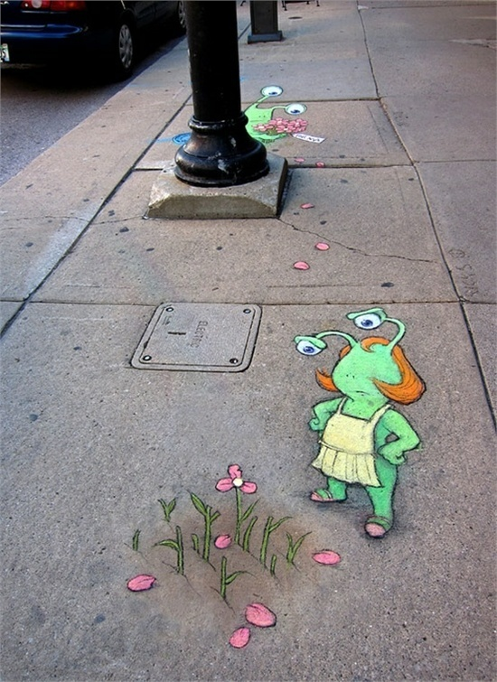cute Sluggo scene ... Chalk sidewalk art by David Zinn http://restreet.altervista.org/le-divertenti-creature-di-david-zinn/