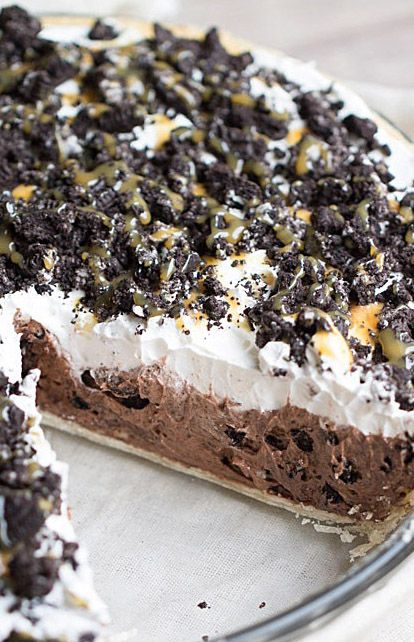 Cookies and Cream Chocolate Pudding Pie-I could make this with my homemade chocolate pudding, homemade whipped cream and figure out something for the cookies on top!