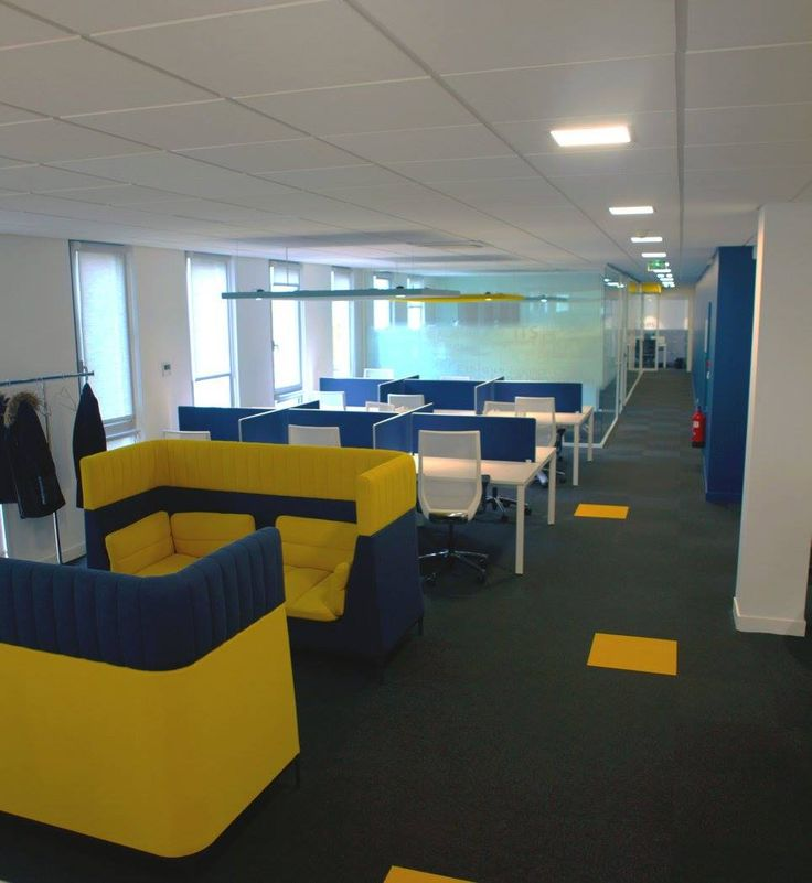 L'image contient peut-être: personnes assises et intérieur. Réaménagement de CEGEDIM Outsourcing. 2016 © ARCHIBALD