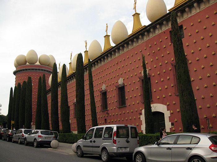 Театр-музей Сальвадора Дали в Фигерасе, Испания
