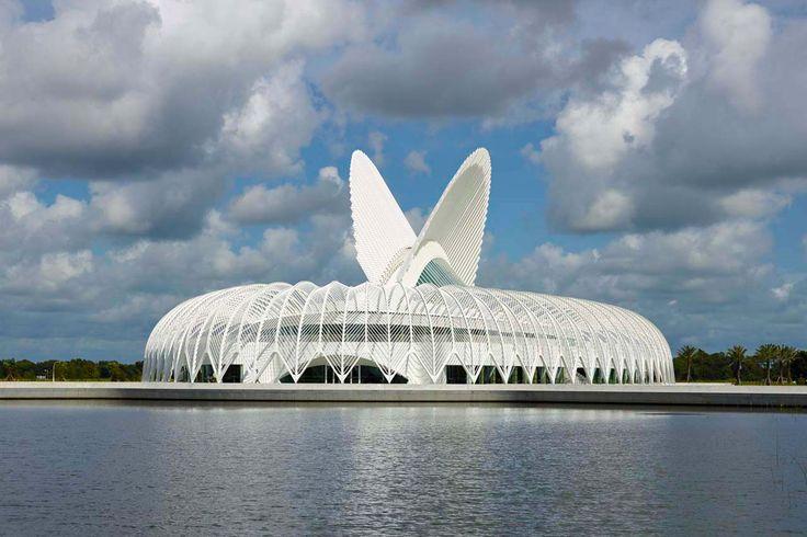 Santiago Calatrava ha firmato il master plan per il nuovo campus del Politecnico della Florida: un progetto che riflette il ruolo importante che gioca il paesaggio e crea una struttura iconica