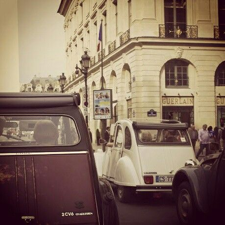A #2cv #race in the streets of #Paris? Let's go!