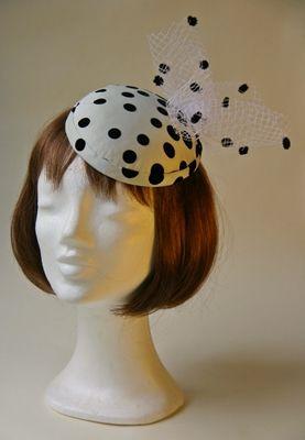 Ozmonda Hat - dotted wedding hat Ozmonda Kalap Galéria - pöttyös koktélkalap esküvőre #Ozmonda #kalap #esküvő #hat #wedding #coctail