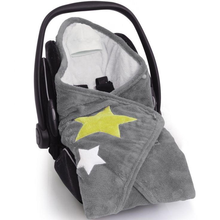 La couverture nomade biside Stary frost pingusofty de la marque Baby Boum tiendra bébé au chaud tout au long de sa promenade en poussette ou en voiture.