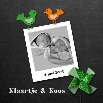 Leuke geboortekaart voor een tweeling met vogeltjes en windmolen op achtergrond van krijtbord. Pas zelf de teksten aan en vervang de foto.  #tweeling #baby #geboorte #jongen #meisje #kaarten #kaartje2go