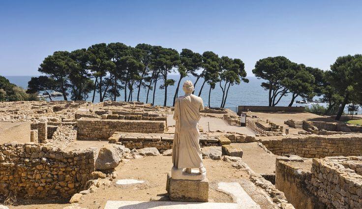 La escritura de los iberos se difundió debido al contacto con fenicios y griegos. En la imagen, ruinas de la ciudad griega de Ampurias.