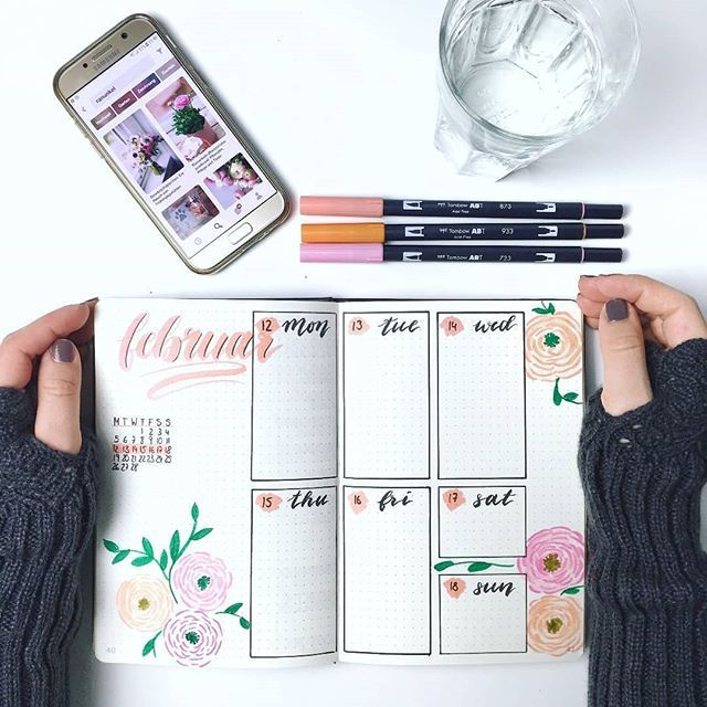 My Weekly Log with pretty ranunculus. Such a colorful Bullet Journal just makes you want the week!