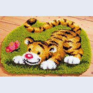 Latch hook | Tiger Playing with Butterfly - Latch Hook Rug - Vervaco